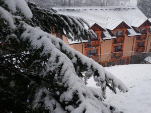 Penzión Dúhový pstruh - Hotelová budova, pohlad nie je viditeľný od cesty, len z lesa.