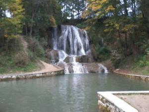 Chalupa Zuzana - vodopád v strede obce