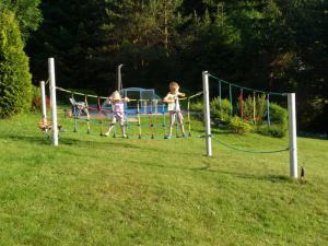 Pension U Šrenků - Děti v akci na dětském lanovéím parku U Šrenků