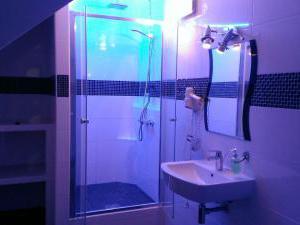 Penzion Grasel  - Sprchový kout v koupelně