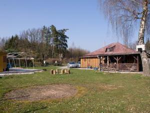 Chalupa Ještěrka - Rozsáhlý pozemek u chalupy