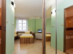 Hotel N -