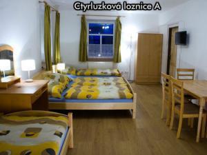 Apartmány Na Zlaté stezce *** (Stožec - České Žleby) - Čtyřlůžková ložnice A
