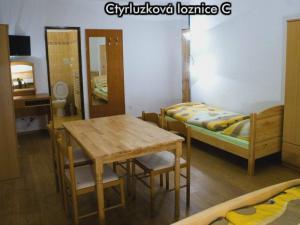 Apartmány Na Zlaté stezce *** (NP Šumava - Stožec - České Žleby) - Čtyřlůžková ložnice C