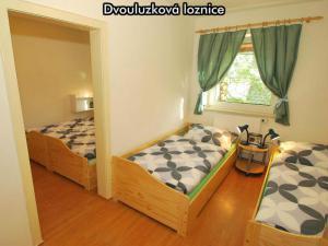 Apartmány Almberg *** (skiareál Mitterdorf) - Dvoulůžková ložnice