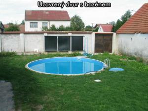 Apartmány U Zlazé stoky *** (CHKO Třeboňsko) - Uzavřený dvůr s bazénem