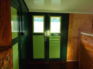 Smolův mlýn - Smolův mlýn - interiér - vnitřní strana vchodových dveří, povšimněte si retro vypínače :-)