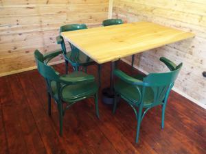 Smolův mlýn - Smolův mlýn - stůl s židlemi