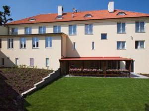 Dolce Villa Hotel -