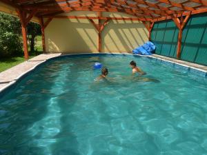 PENZION NA SAMOTĚ - krytý nevyhřívaný bazén
