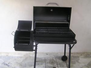 PENZION NA SAMOTĚ - gril