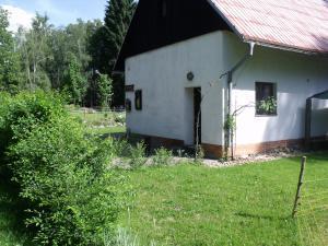 Konírna - rodinný dům - Mařeničky 83 - samostatný vchod a parkoviště