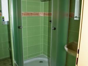 Apartmány Doksy - Apartmán 2 lůžka (patro) - sprchový kout