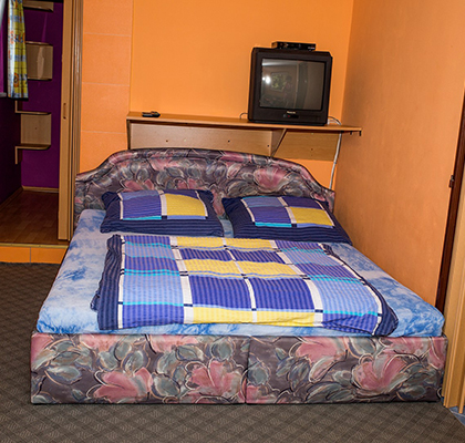 Apartmán 4 lůžka - postel + TV