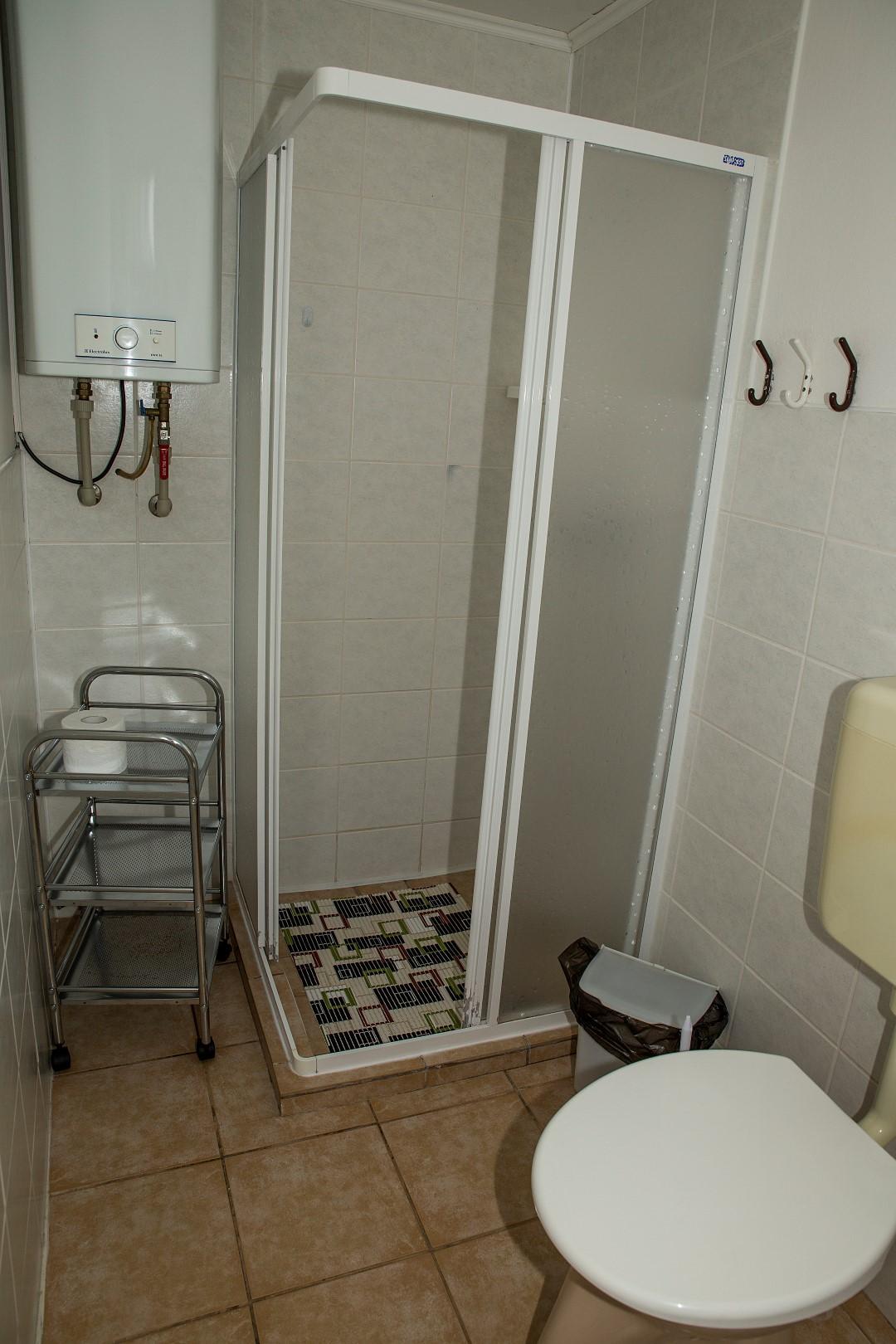 Chatka 3 lůžka - sprchový kout