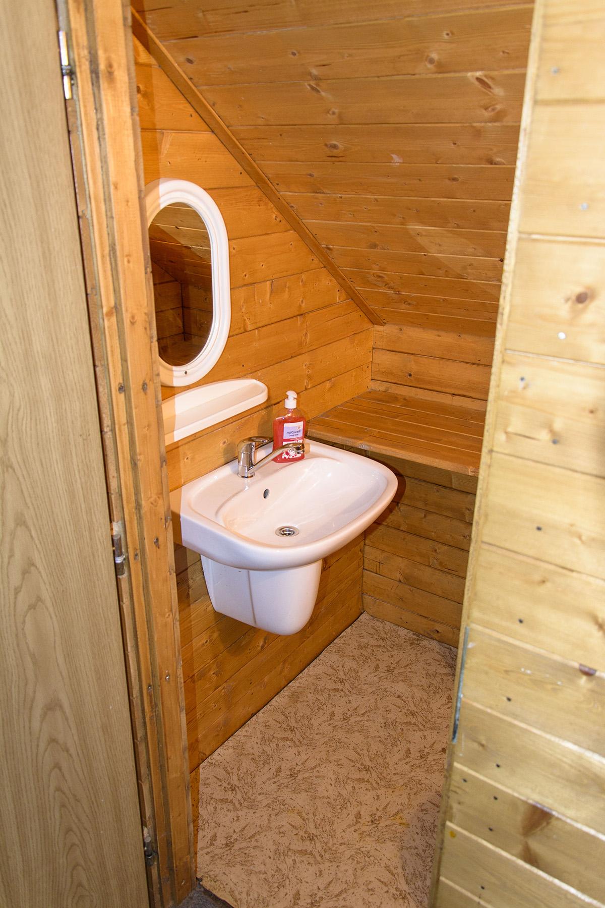 Chalupa Na Paloučku ubytování v Orlickém Záhoří - wc 1 patro