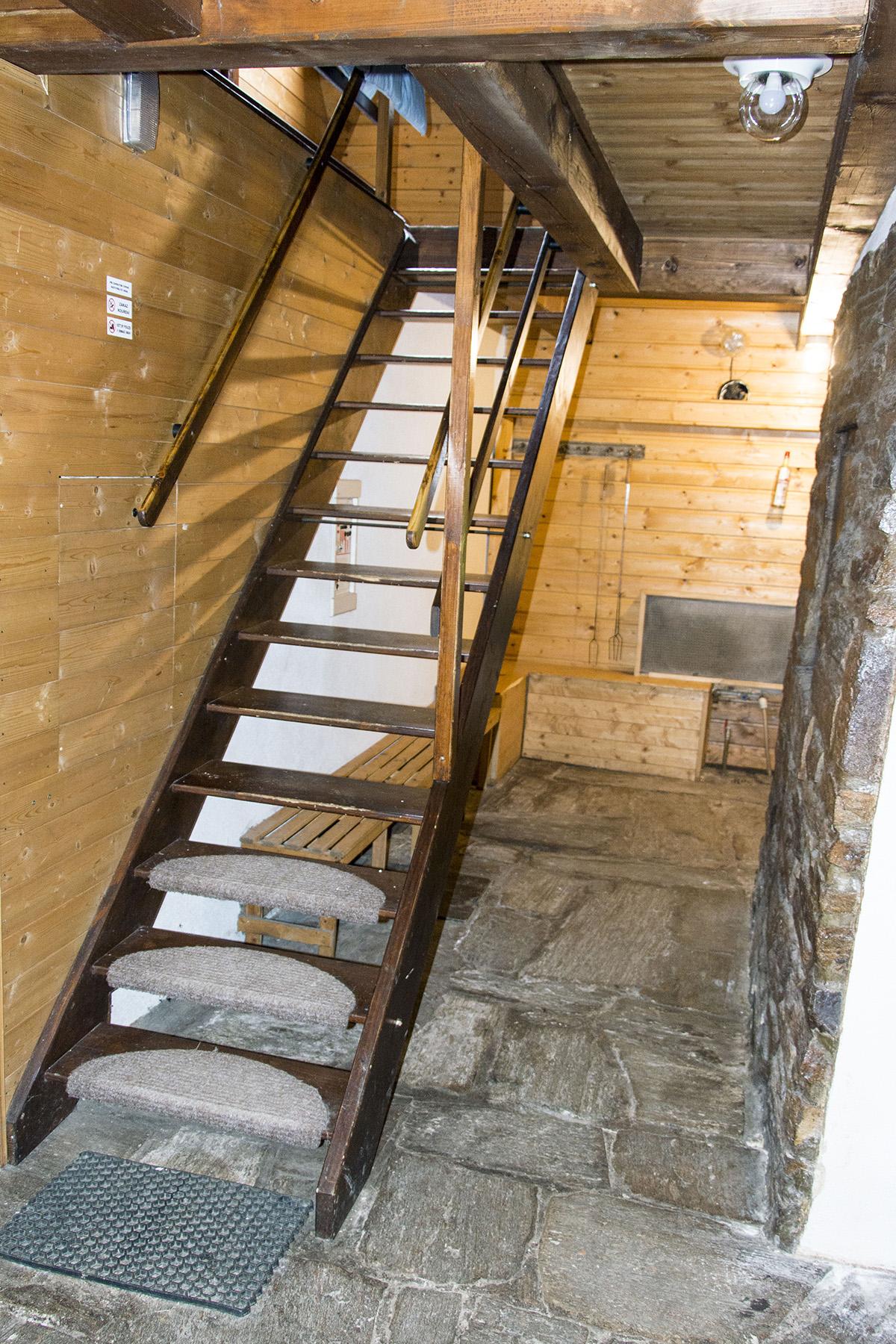 Chalupa Na Paloučku ubytování v Orlickém Záhoří - schodiště s chodbou