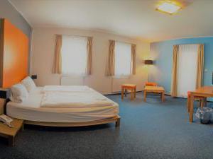 Hotel *** Star 1 a Hotel *** Star 2 - pokoj_pohled od dveří