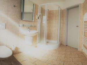 Hotel *** Star 1 a Hotel *** Star 2 - koupelna