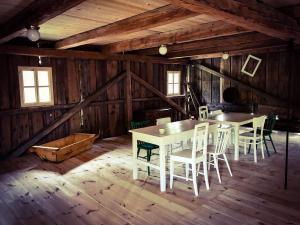 Chalupa Tři studánky - Posezení ve stodole