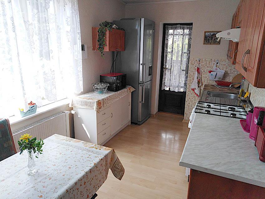 Kuchyň se vchodem na terasu