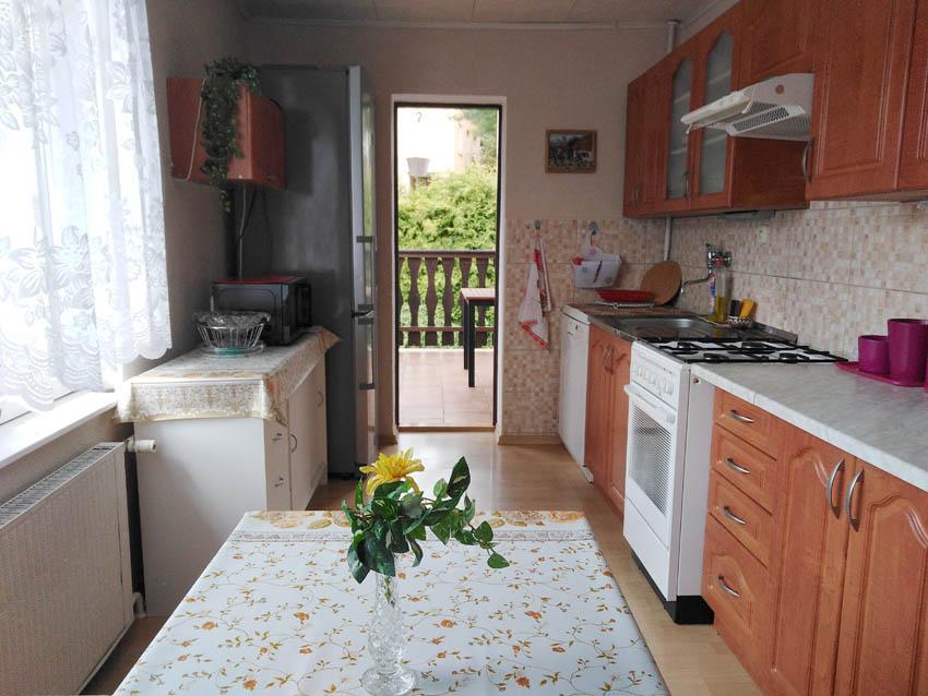 Kuchyňka a vchod na terasu