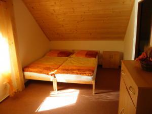 Chata Nýdek - Pokoj v podkroví č. 1