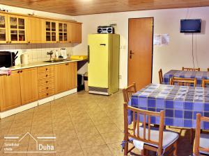Turistická chata Duha - kuchyň v malé chatce