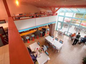 Mlýnhotel - Lobby bar s krbem a galerií