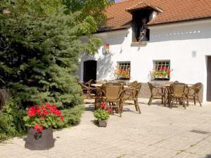 Golden Golem HOTEL a Golemův RESTAURANT - Zahradní restaurace u hotelu