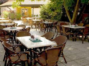Golden Golem HOTEL a Golemův RESTAURANT - Zahradní restaurace s grilem a zastřešeným prostor