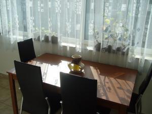 Apartmán Modré z nebe - Jídelní stůl