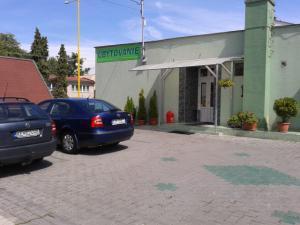 Zeleny dom  - parkovanie v oplotenom pozemku