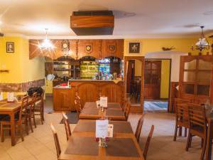 Restaurace a penzion SAMOROST - Restaurace-penzion Samorost, interiér restaurace, Jarošov nad Nežárkou 44