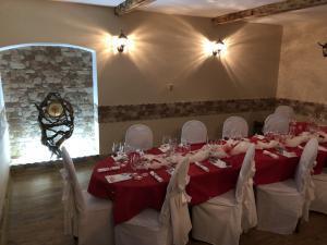 Restaurace a penzion SAMOROST - Restaurace-penzion Samorost, uzavřený salonek restaurace, Jarošov nad Nežárkou 44