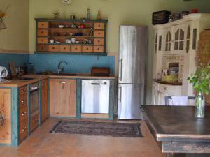 Modletice U kamenného stolu. - Ubytování ve dvoře-kuchyně.