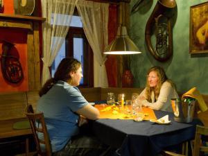 Areál Skiland Ostružná - posezení v restauraci