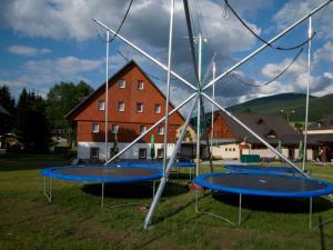 Areál Skiland Ostružná - bungee trampolína