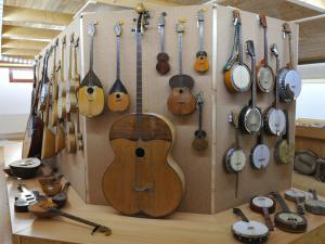 Areál Skiland - expozice hudebních nástrojů