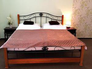 Ubytování André-apartmány Valtice - Romantická postel
