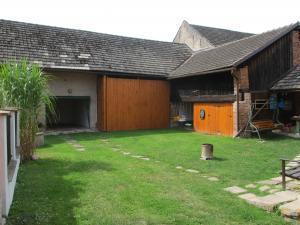 Chalupa - Velký Vřešťov - uzavřený dvůr, garáž