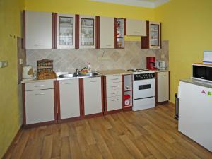 Chalupa - Velký Vřešťov - kuchyň plně vybavená pro vlastní vaření