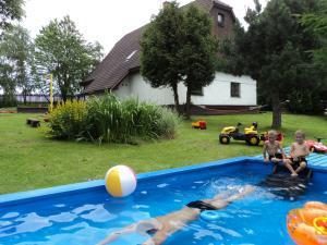 Chaloupka Rudná - kopečková - bazén