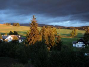 Chaloupka Rudná - kopečková - podzim z okna