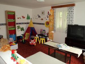 Chaloupka Rudná - potůčková - herna a obývací pokoj