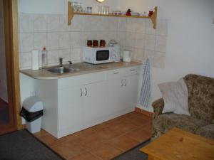 Pension Jitka   - Pension Jitka, Šimonovice - kuchyňský kout v apartmánu pro 3 osoby
