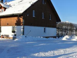Pension Jitka   - Pension Jitka, Šimonovice - zima, v dáli je vidět Ještěd