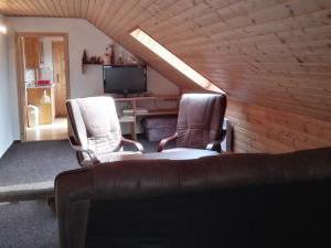 Pension Jitka   - Pension Jitka, Šimonovice - obývací pokoj v apartmánu pro 5 osob