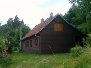 Chalupa Rajnochovice - Pohled na chalupu v létě.