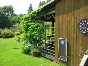 Chalupa Rajnochovice - odpočinek na zahradě - šipky